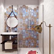 Плитка с орнаментом в интерьере ванной комнаты