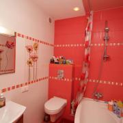 Дизайн и ремонт ванной в нежном коралловом цвете