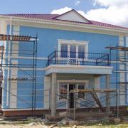 Наружная отделка дома голубого цвета