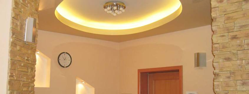 ремонт прихожей на фото потолок