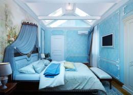 Дизайн спальни в голубом цвете, настенная роспись, мансардные окна.