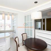 Кухня и гостиная в белом цвете